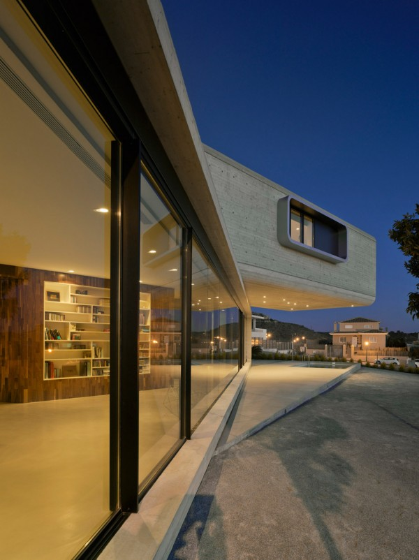 crossed-house-clavel-arquitectos-murcia-spain-cantilever_dezeen_936_1