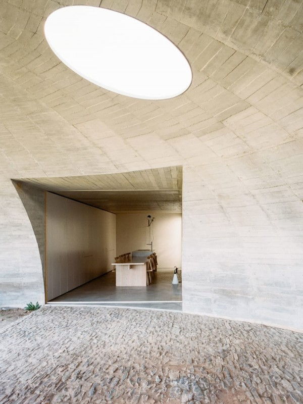 house-in-monsaraz_aires-mateus_00000-livinghomelifestyle